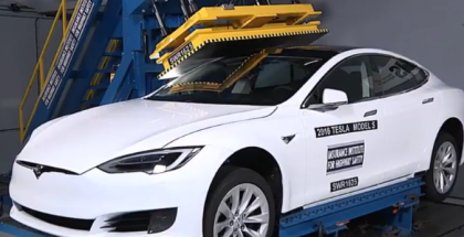 Crushing Tesla Model S P100D With Hydraulic Press (1)