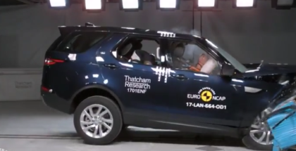 2017 Land Rover Discovery Crash Test  (1)