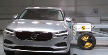2017 Volvo S90 Crash Test (1)