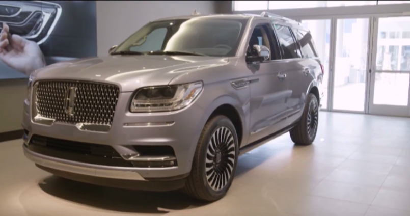 Lincoln experience center with 2018 lincoln navigator for Lincoln motor company corporate headquarters