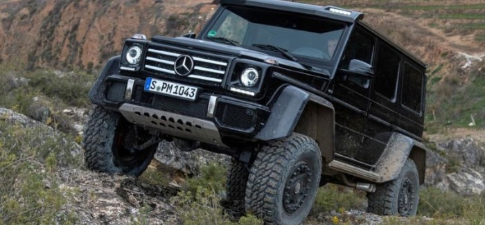 Mercedes G500 4×4² Off-Roading – Video
