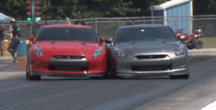 Drag Racing Nissan GTR's Tap While Racing (1)