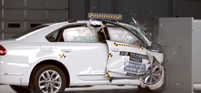 2017 VW Passat Crash Test – Video