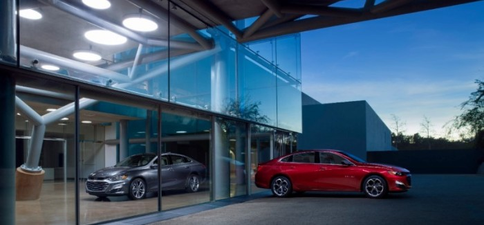 2019 Malibu Premier and 2019 Malibu RS: Updated styling across the lineup — led by the first-ever RS trim — introduces additional choices to the 2019 Chevrolet Malibu and improves its presence.