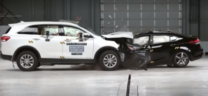 Small Car vs Big Car Crash Test – Video